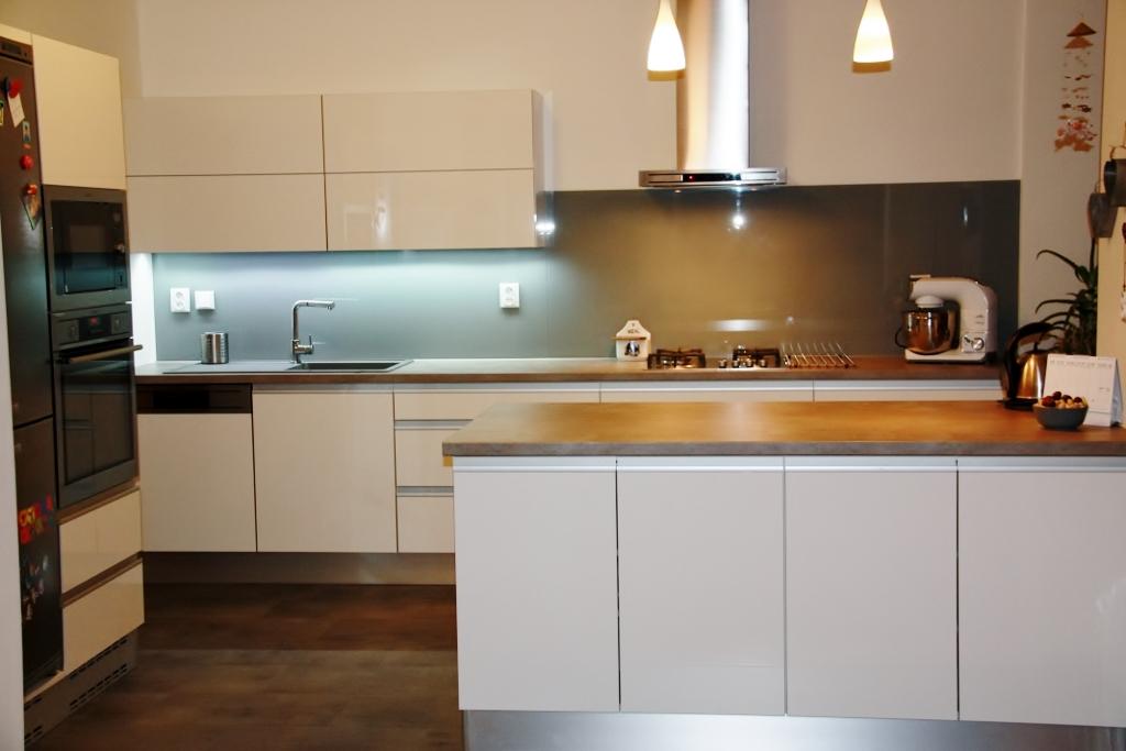 Kuchyňská linka - bílý lesk